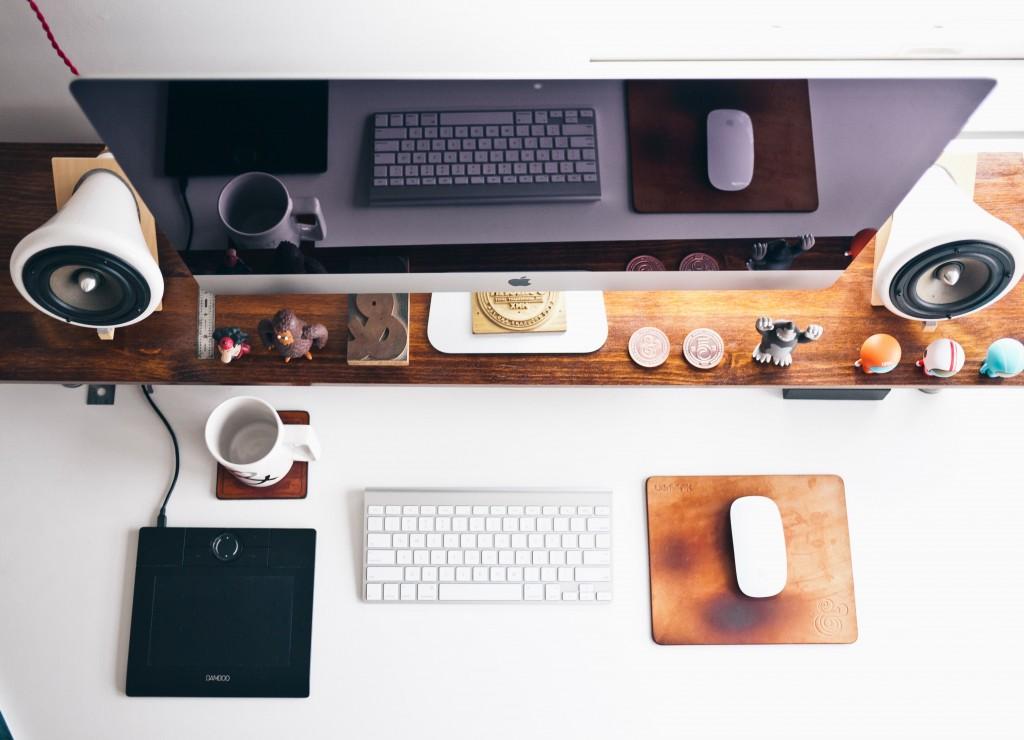 apple-designer-desk-3911