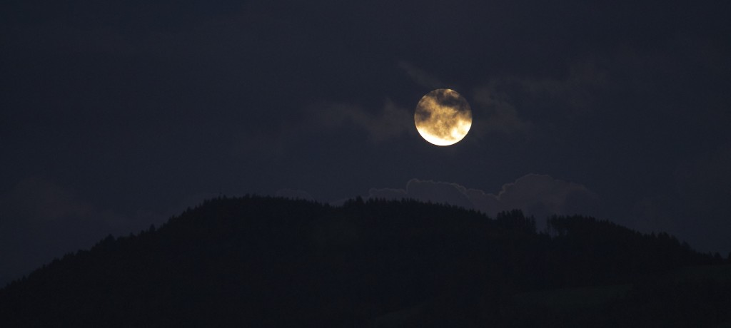 sky-clouds-moon-horizon